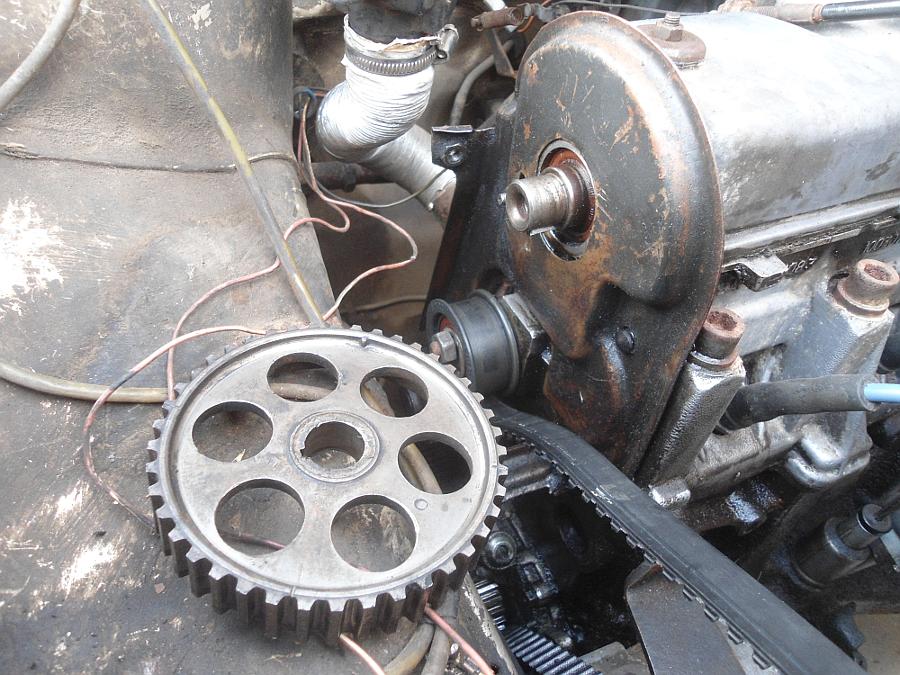 гонит масло под сальники и прокладки двигателя