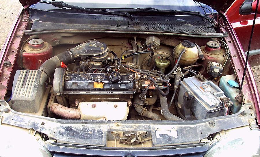 Двигатель глохнет после нажатия на педаль газа, почему?