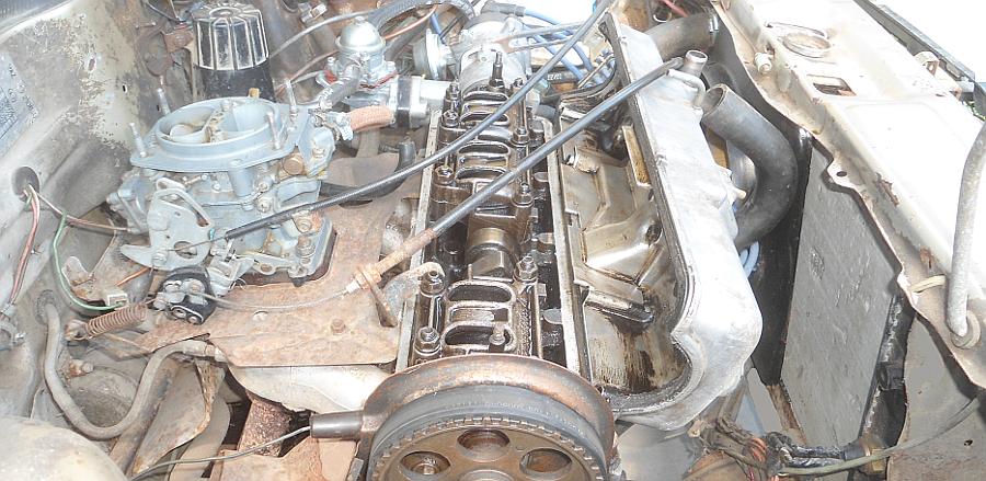 Снимаем клапанную крышку двигателя 2108