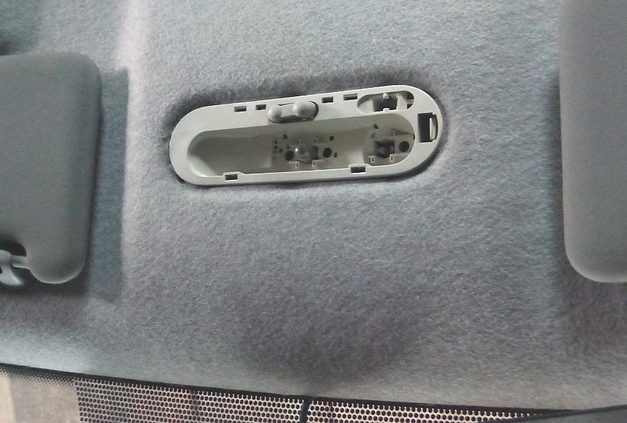 Плафон освещения салона автомобиля Логан