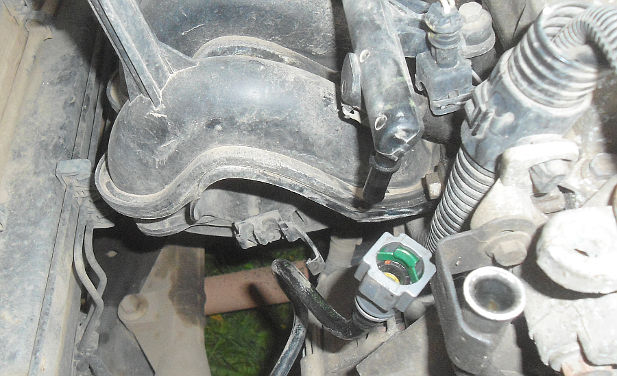 Как слить бензин с автомобиля Рено Логан?