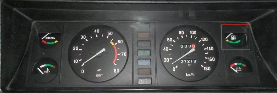 Указатель уровня топлива в комбинации ВАЗ 2107